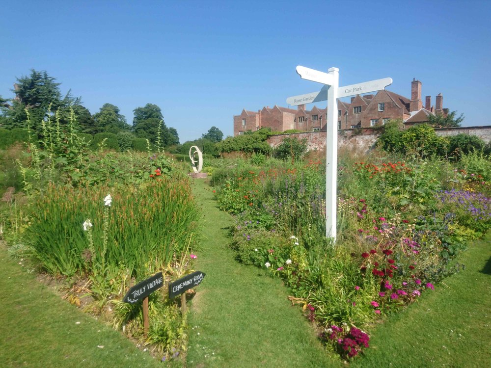 Blue skies and pretty cottage-style planting in the grounds of Glemham Hall!