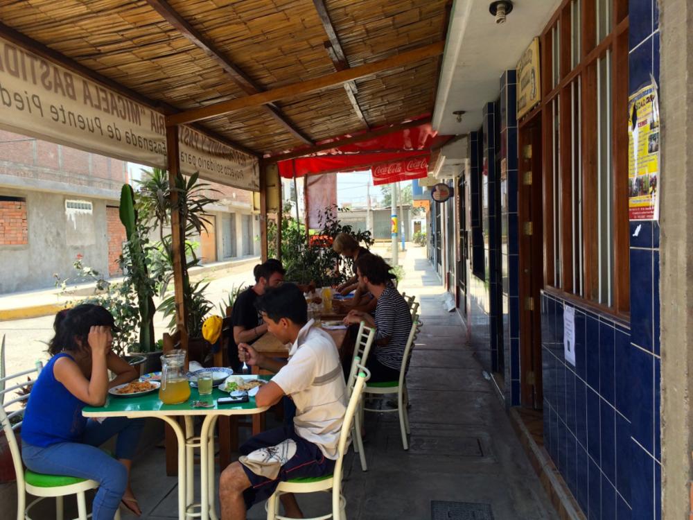 On se régale au restaurant de Mano a mano     - Comas, Lima