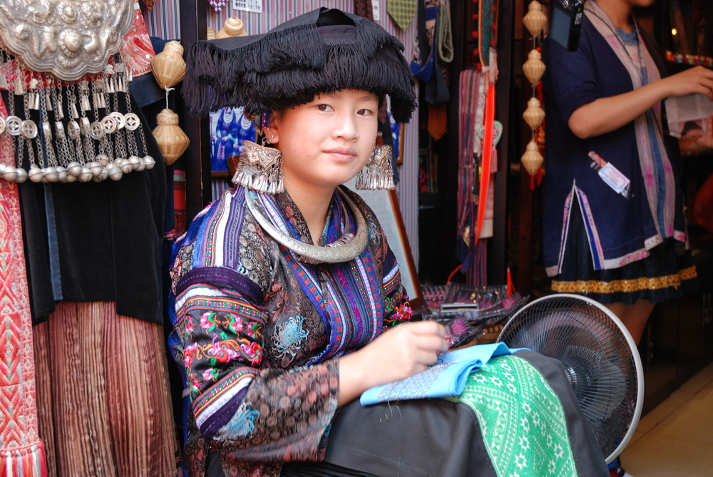Miao_woman_in_Yangshuo_(China).jpg