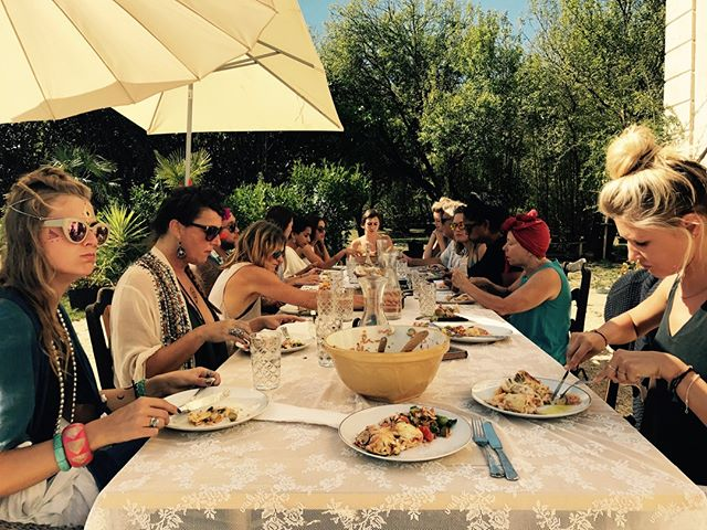 One of the best bits of summer is eating alfresco. Somehow the food just tastes better, fresher and with more flavour. We love being able to provide our guests with more than just a meal, but with an experience.  Victoria x  #alfrescodining #eatingoutside #lifeinfrance #summerstyle #cleaneating #cleanliving