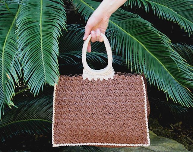 Ready for warmer days and tropical vacations 🌴☀️ Shop our Marisa tote bag with link in bio! • • •  #carrieforbes #marrakeshstyle #vacationready #luxurylifestyle #bohochic #moroccanfashion