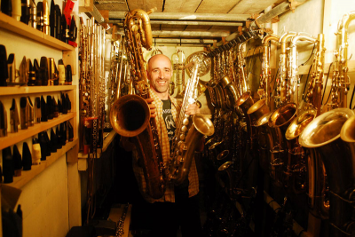 #01 RUPERT NOBLE - THE SAXOPHONE WHISPERER    Saxophone repairman Rupert Noble has repaired over 17,000 instruments and has a client list featuring some of the best saxophonists in the world. On this episode Rupert Noble became one of the leading saxophone repairers in the UK, his take on the new wave of young musicians, why vintage horns are better than modern ones and the only lick in his repertoire.