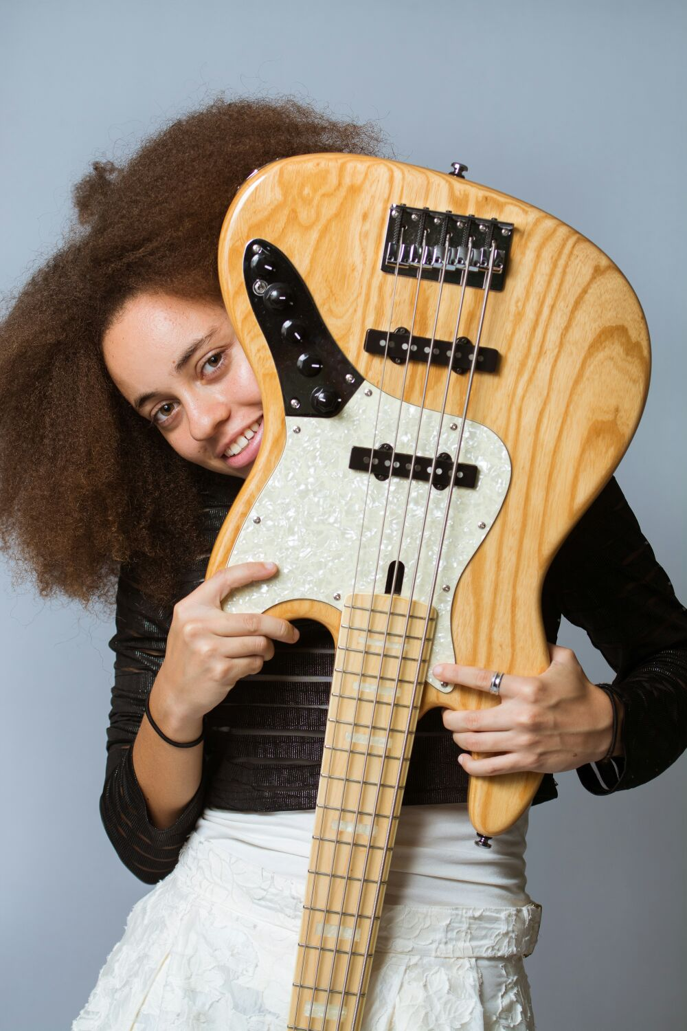 #08 ISOBELLA BURNHAM - ARE SINGERS MUSICIANSTOO?? Bajan bass player Isobella Burnham talks about her experience in London, learning the bass and tackles that all important question: Are singers musicians??