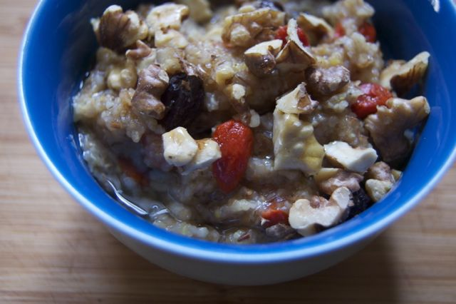 Goji in hot porridge