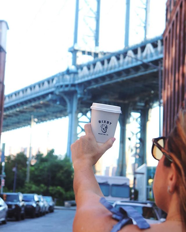 Beautiful fall morning 🍁 no better way to spend #nationalcoffeeday thank a walk around Dumbo ☕