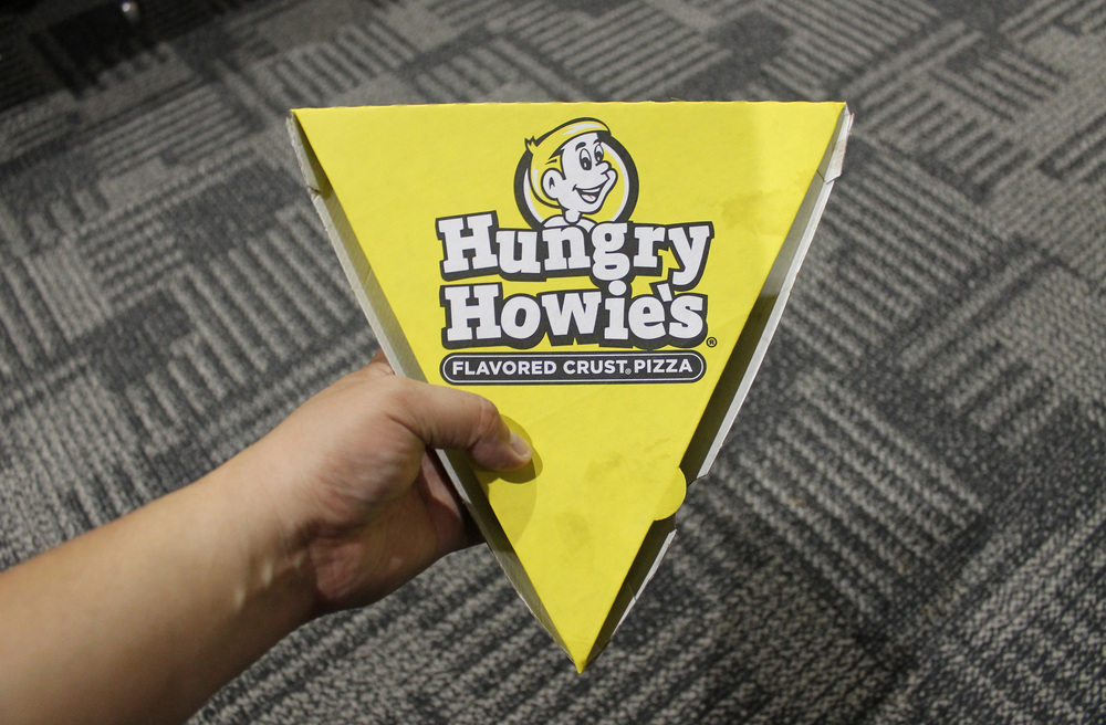 My first meal in Illinois was technically a Meat Eaters pizza from  Hungry Howie's  imported from the Detroit airport. I gobbled it in-flight (and chugged a Sam Adams beer) while descending into Chicago Midway Int'l Airport.