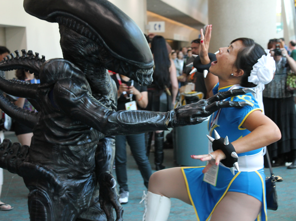 Headed to the main lobby area and witnessed a vicious battlebetween Alien vs Chun-Li!This coupleis Felipe & Marissa,friends of Stacy's, so we knew they were only playing around and refrained from calling the police.
