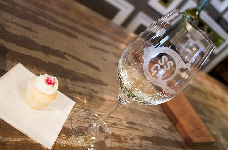 Saarloos + Sons features a wine tasting unlike any other — they pair their wines with (...get ready to scream ladies...)CUPCAKES.