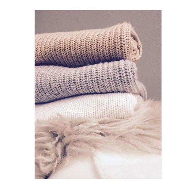 Weekend knit-spo #itsfall #thankgod #myfav #knit #cosysaturdays ❤️