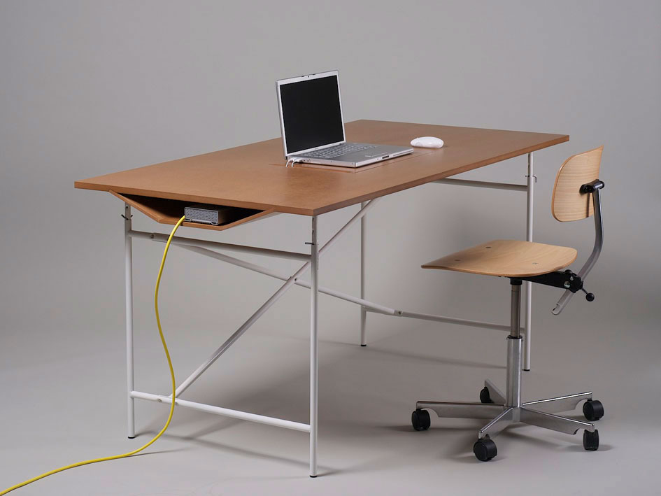 minimalmac :      The Wilbur  is a new desk available now in Europe but the manufacturer is looking for a US distribution partner. Nice looking and I love the tunnel for peripherals and power supplies underneath.     Crave for these!