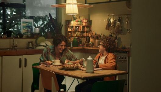 """""""Brutal"""" de Casa Tarradellas - Casa Tarradellas nos trae una nueva historia familiar. Marisa necesita compartir con su hijo Manu una noticia importante. Manu está muy concentrado en preparar la tarta de caracolas de hojaldre de Casa con chocolate, una receta muy fácil. """"Brutal"""" es el nuevo spot para Casa Tarradellas dirigido por Oriol Villar y producido por 126.AÑO: 2018www.oriolvillar.com"""