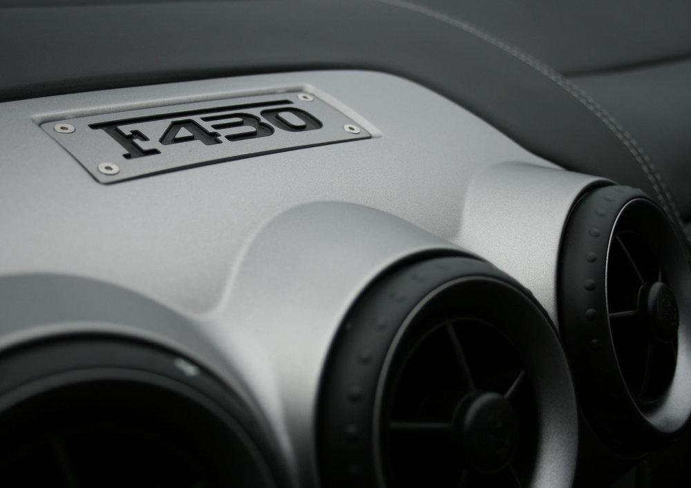 DETAIL F430 BADGE.jpg