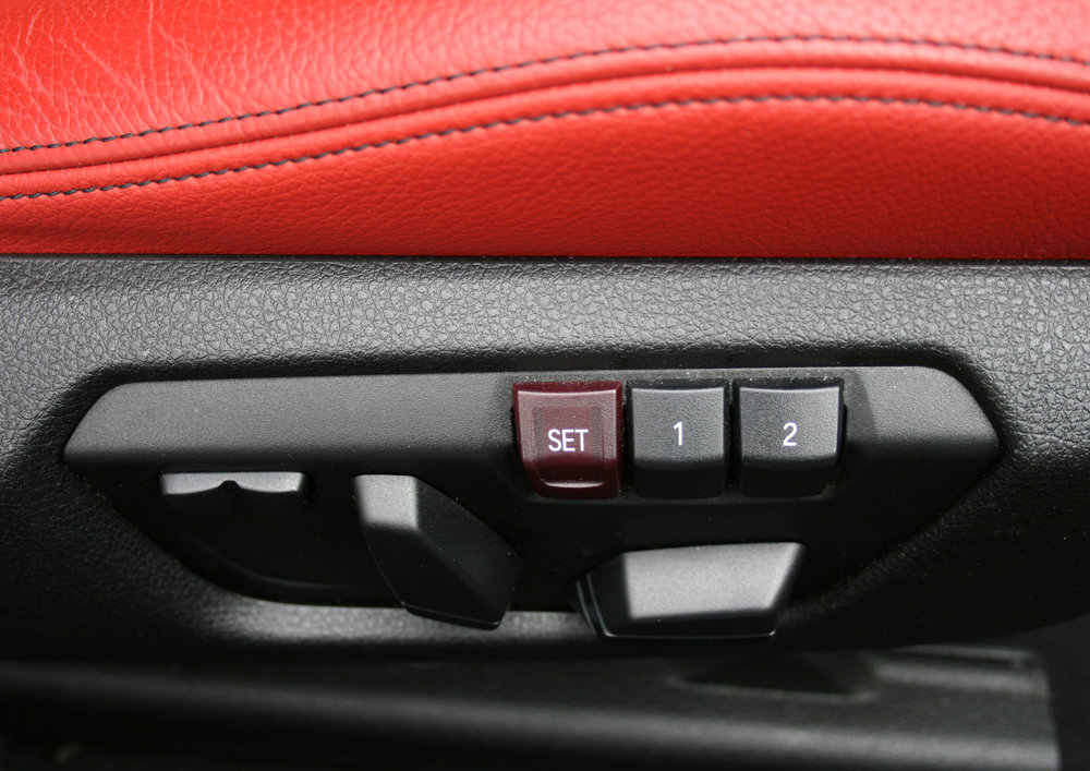 interior seatcontrols.jpg