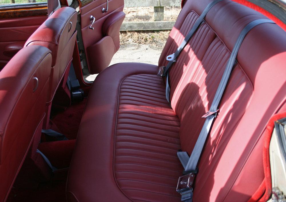 INTERIOR REAR SEATS.jpg