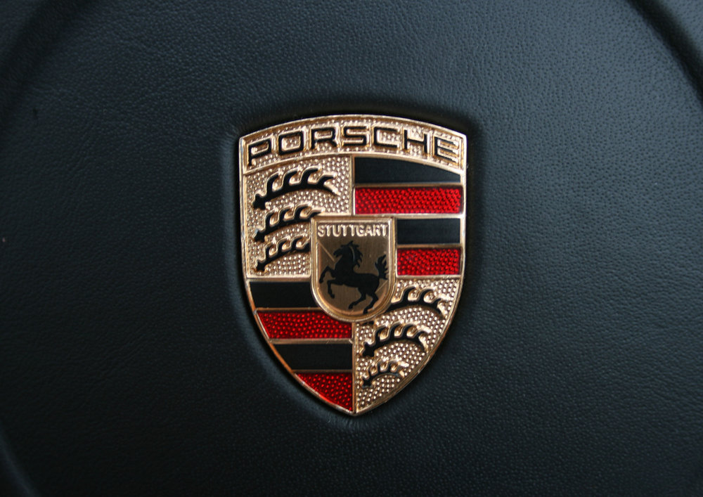 DETAIL PORSCHE BADGE.jpg