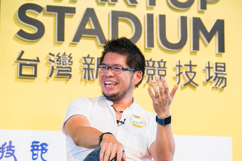 Youtube 共同創辦人及前任 CTO 陳士駿。