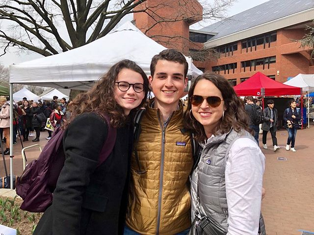Making the best of a day on campus- buzzing on the second farmer's market  lunch day of the spring semester. AL's overdue DC trip #shewas3 #bullingtontravels #georgetownuniversity