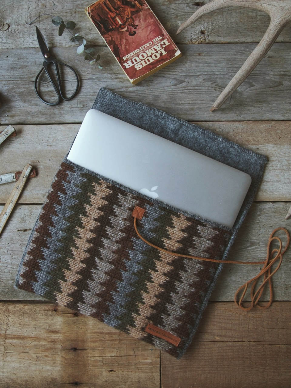 Last year we only made smaller private order batches of our Icelandic Wool MacBook Sleeves, but since they've been doing so well & people around the world have been wanting them, we're releasing them for purchase through us & at selected online/ brick & mortar shops very soon!