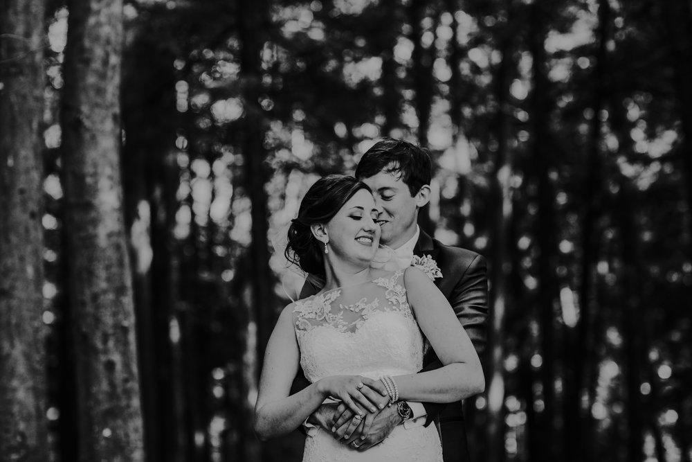 Sarah&Tim-345bw.jpg