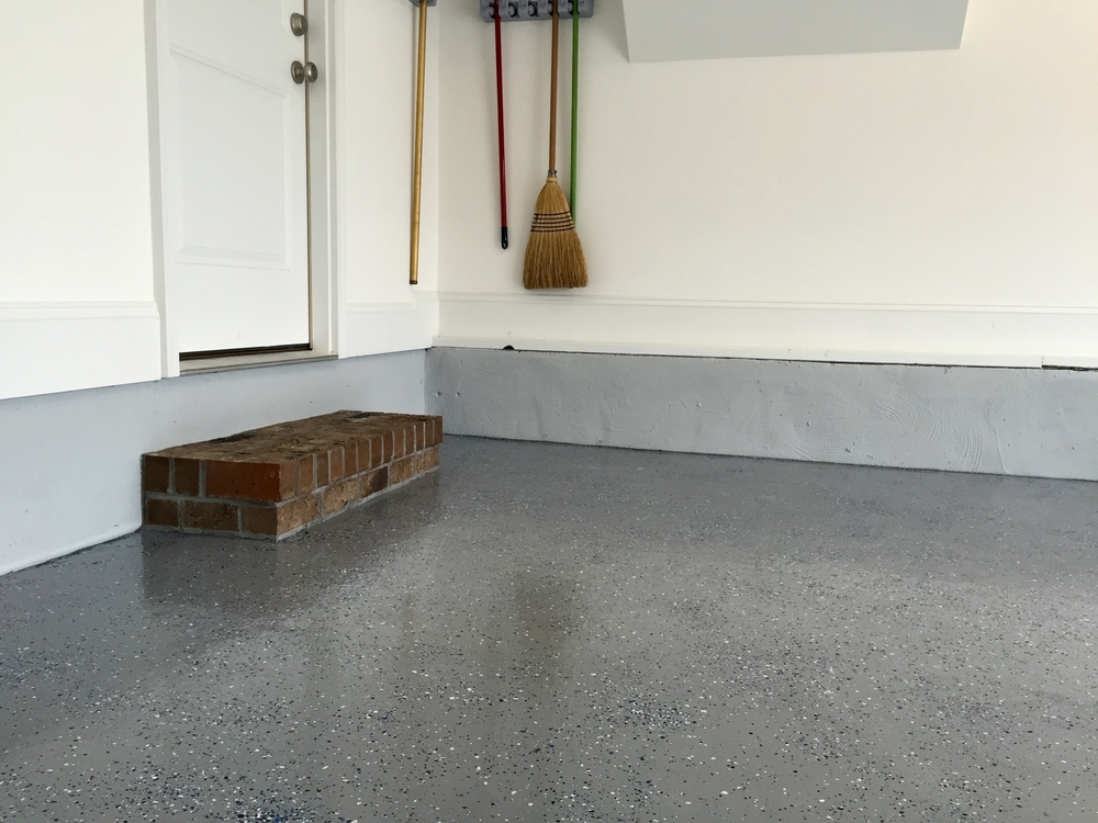 EPOXY GARAGE FLOOR COATING & CLEAR COAT / PAINTED CINDER BLOCK