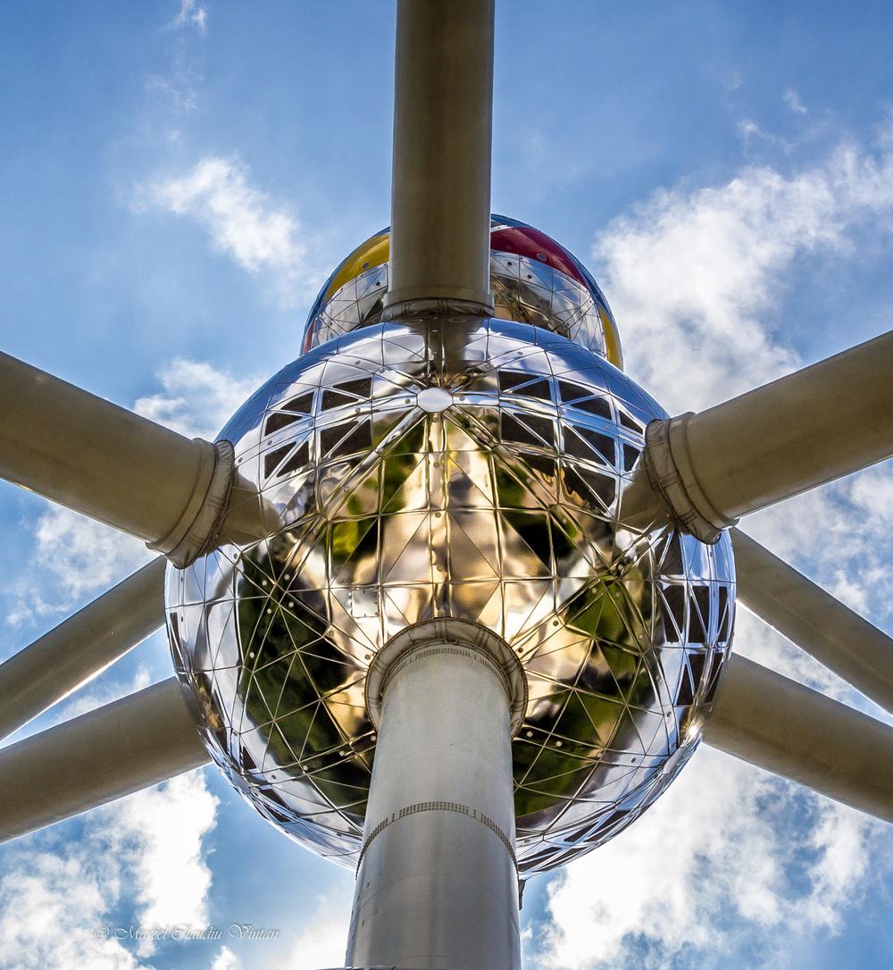 o particula din Atomium