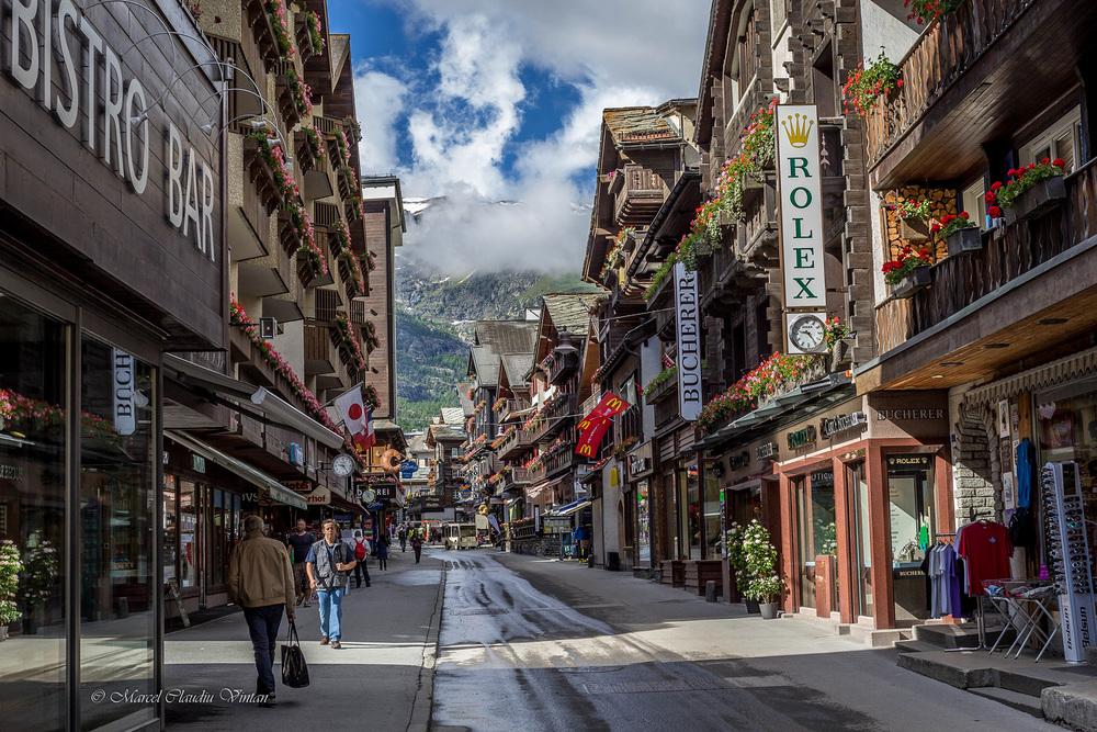 Pe strazile din Zermatt