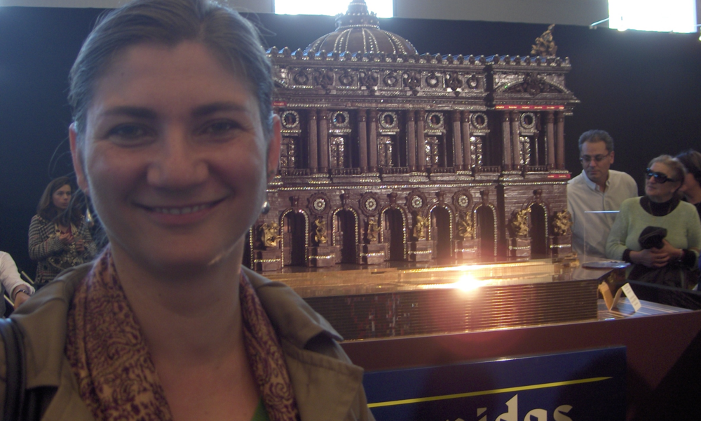 At the Paris' Salon du Chocolat, in front of a replica of the Paris Opera made of chocolate by Leonidas (Paris, 2009)
