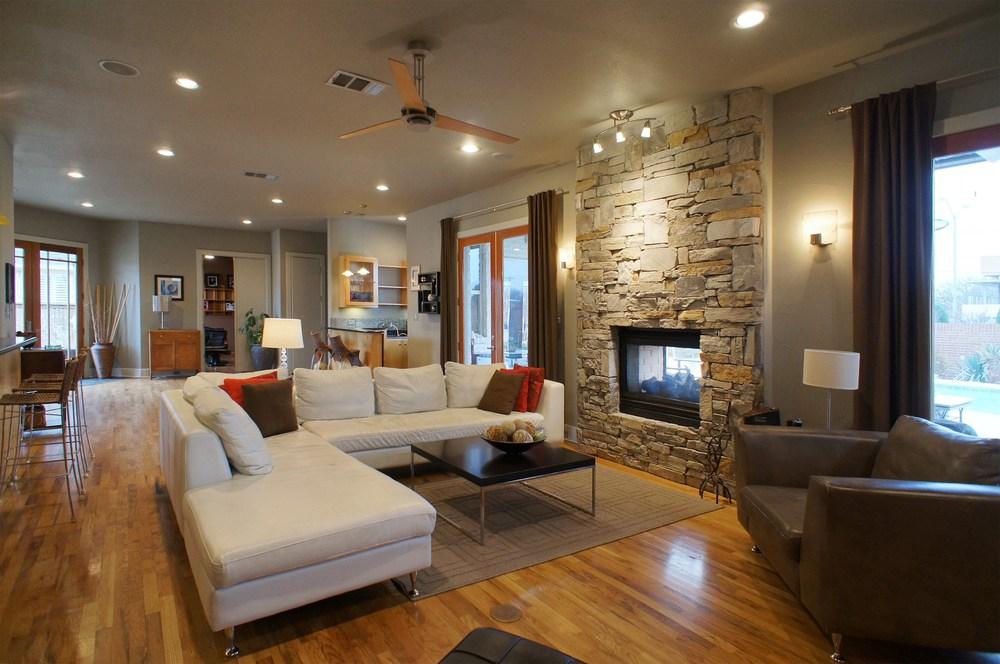 Living Room15.jpg