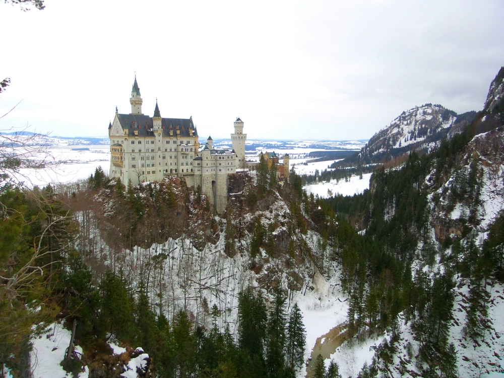 Spectacular view of the castle from the bridge