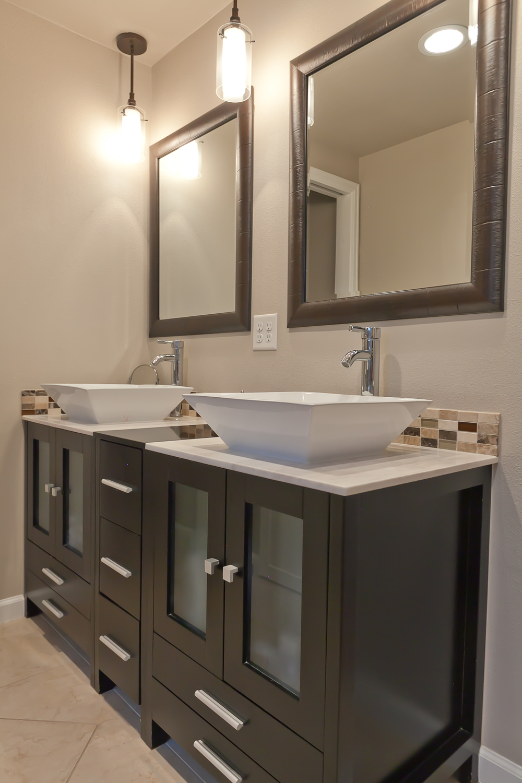 bathrooms 07.jpg
