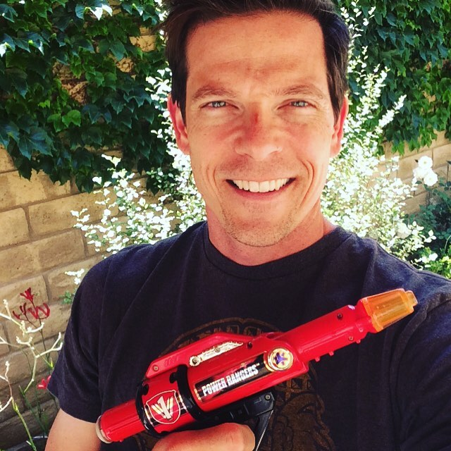 Rescue Blaster!!!! Many, many thanks to EB (tw: @EB_twit) for hooking me up after my chat with @rangercommandpowerhour . Thrilled and grateful to have one now (plus, you never know when a Batling may appear!!!) #powerrangers #lightspeedrescue #redranger #blaster #tbt