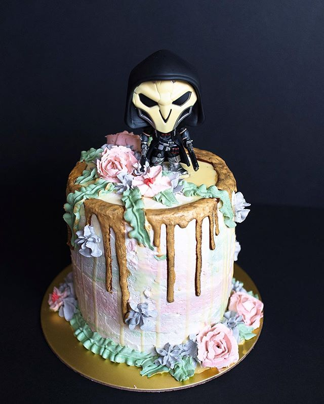 And another year has passed. Happy birthday to me. Maybe I should just order a cake next year 🎂 #overwatch #reaper #diediedie #deathblossom #pewpewpew