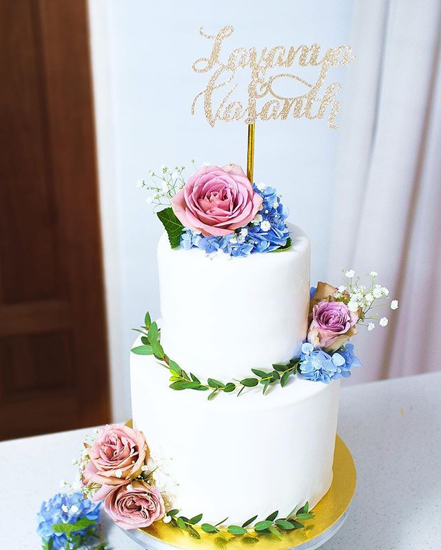 For my boo  Flowers: @lizflorals Cake topper: @circussg