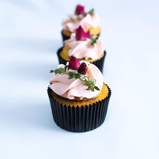Grapefruit x poppy seed cupcakes & strawberry x rhubarb filling; for the family's belated Mother's Day celebration 😘Protip: if you're uncomfortable with fresh flowers on your cake/ edible flowers are too expensive, buy some dried roses from the 药材店(Chinese herbal shops) . . . . #eyecandysorted #sortedfood #chefstalk #chefsofinstagram #f52grams #whati8today #vscocam #vscofood #sgfoodies #sgfood #instafood #igsg #foodporn #feedfeed #baking #bbcgoodfood #bakersofsgp #foodspotting #vscocook #dessertmasters #cupcakes