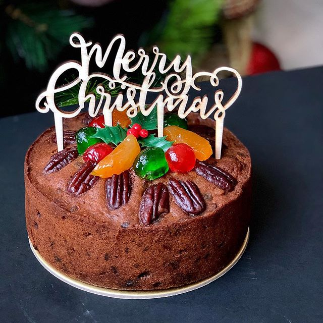 Last cake for the year; been feeding this special one with rum for almost 2 months. Merry Christmas! 🎄🥂 . . . #eyecandysorted #sortedfood #chefstalk #chefsofinstagram #f52grams #whati8today #vscocam #vscofood #sgfoodies #sgfood #instafood #igsg #foodporn #feedfeed #baking #bbcgoodfood #bakersofsgp #foodspotting #vscocook #dessertmasters #cake #christmas #fruitcake #christmasfruitcake