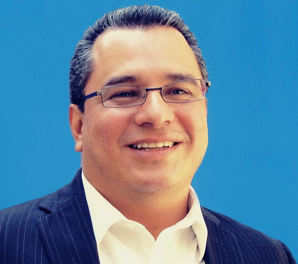 Luis Aguirre-Torres Presidente y CEO, GreenMomentum Inc.