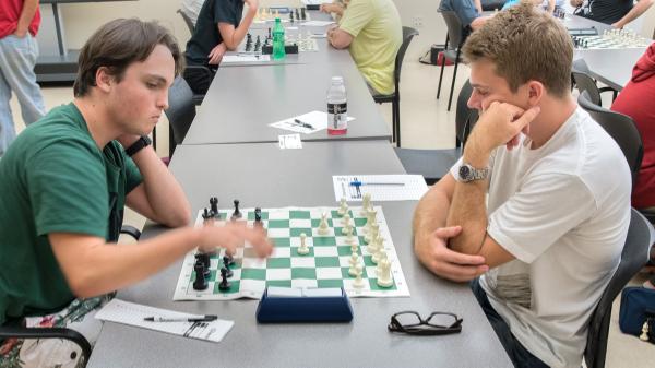 Board 1, Round 4:Kai Tabor (2103) (L) vs Nick Moore (2087) (R)