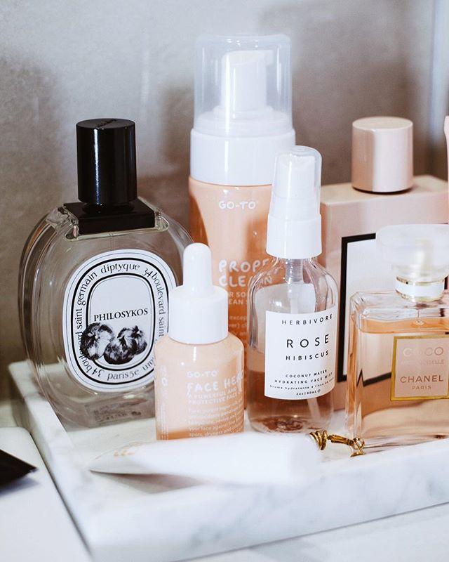 A bathroom full of peach stuff 🍑basically one of my life goals 🛁🙊 @gotoskincare