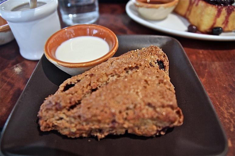 Blackberry Walnut Scone – Crème FraÎche