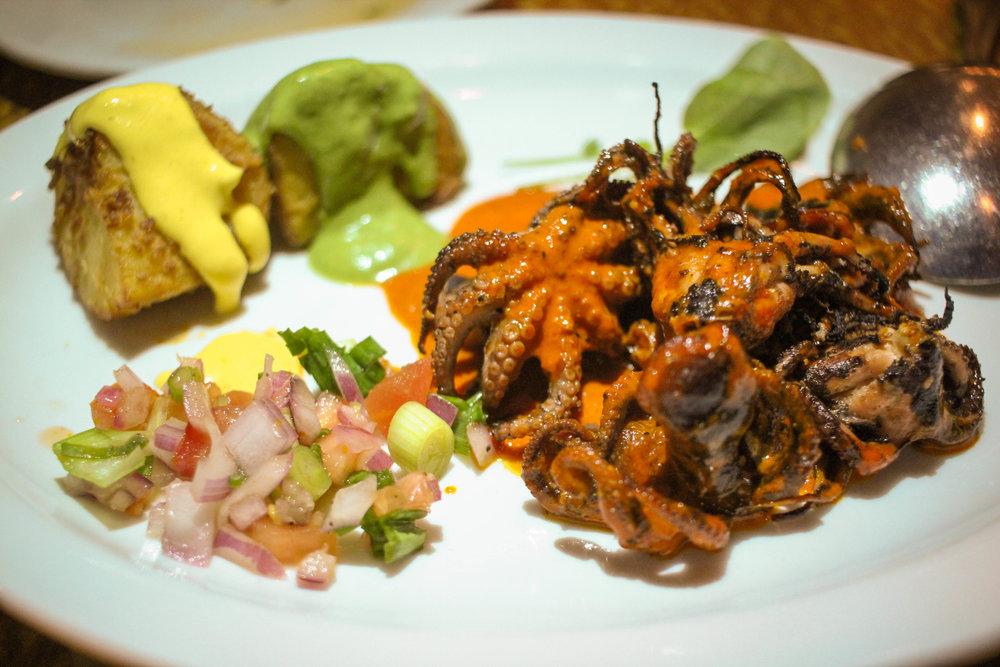 Pulpito Bebe: Baby octopus, papitas dorada & ocupa
