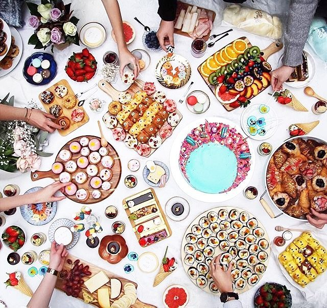 WOOHOOO! We've made it to Friday, guys. Have a sweet sweet weekend! Photo: @thesweetestpicnic #sweets