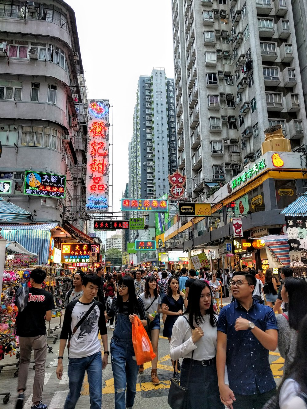 Enjoying the people watching in the crowded Mong Kok shopping district // Hong Kong