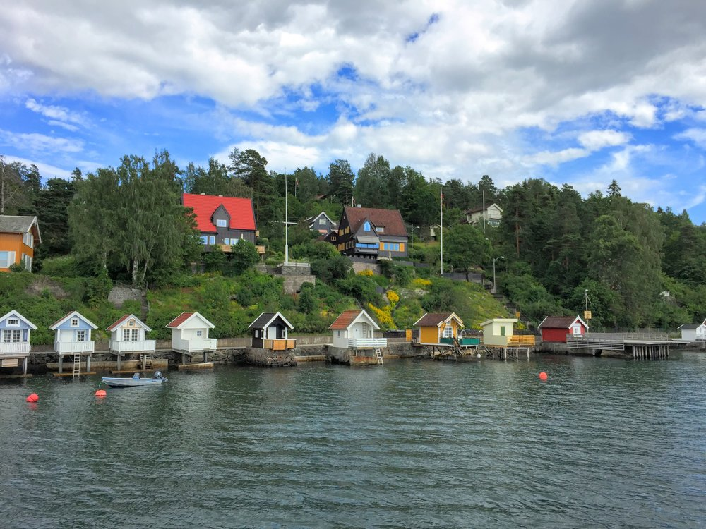 Would love to rent out one of these summer homes on Oslofjord // Oslo, Norway