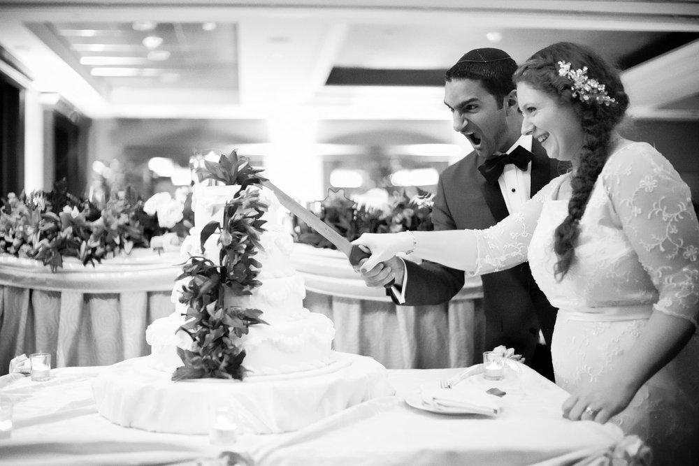 Sam and Yishai's Modern Orthodox Jewish Wedding at Crest Hollow Country Club, Woodbury NY, Photos by Chaim Schvarcz, Bride, Groom, Wedding Cake