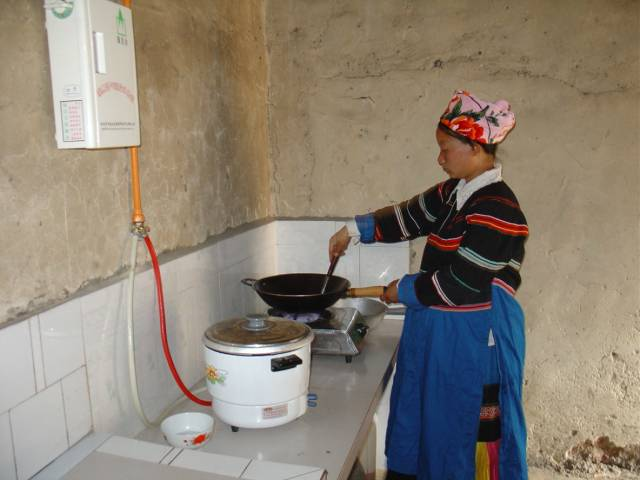 woman-with-biogas-stove-1-640x480.jpg