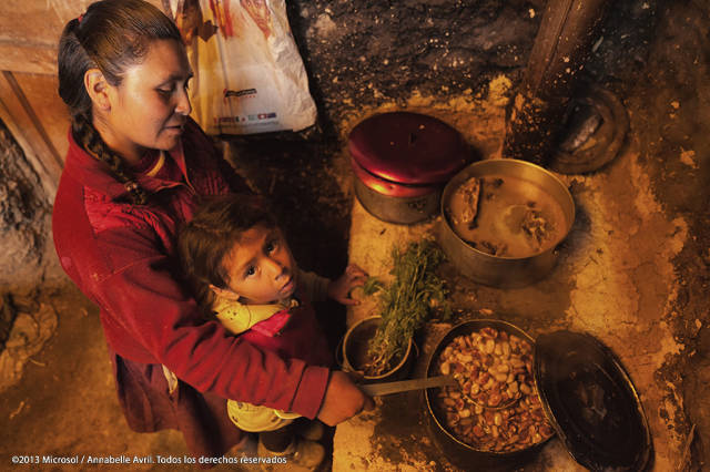 4-10_Woman-and-child-cooking-in-Huánuco-640x427.jpg