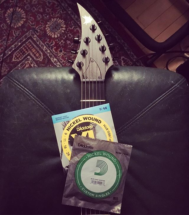 Playing a 7 string is cool and all, but finding the right set of strings is incredibly difficult, mostly due to the fact that the  7th string is always too light. I play in drop A, so my solution is to grab a pack of #daddario 46-9's and a single #daddario .068 for the 7th. This way, the low A feels as tight as the low E and is perfect for chugs! Too bad the single .068 strings are so hard to get a hold of. Let's chat @daddarioandco . What's your string theory? What do you use? #centuriesofdecay @ranguitars #7stringguitar #metalguitar #customguitar #progmetal #deathmetal #canadianmetal #guitarstrings