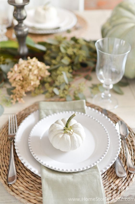 Thanksgiving Table Traditional - 2.jpg