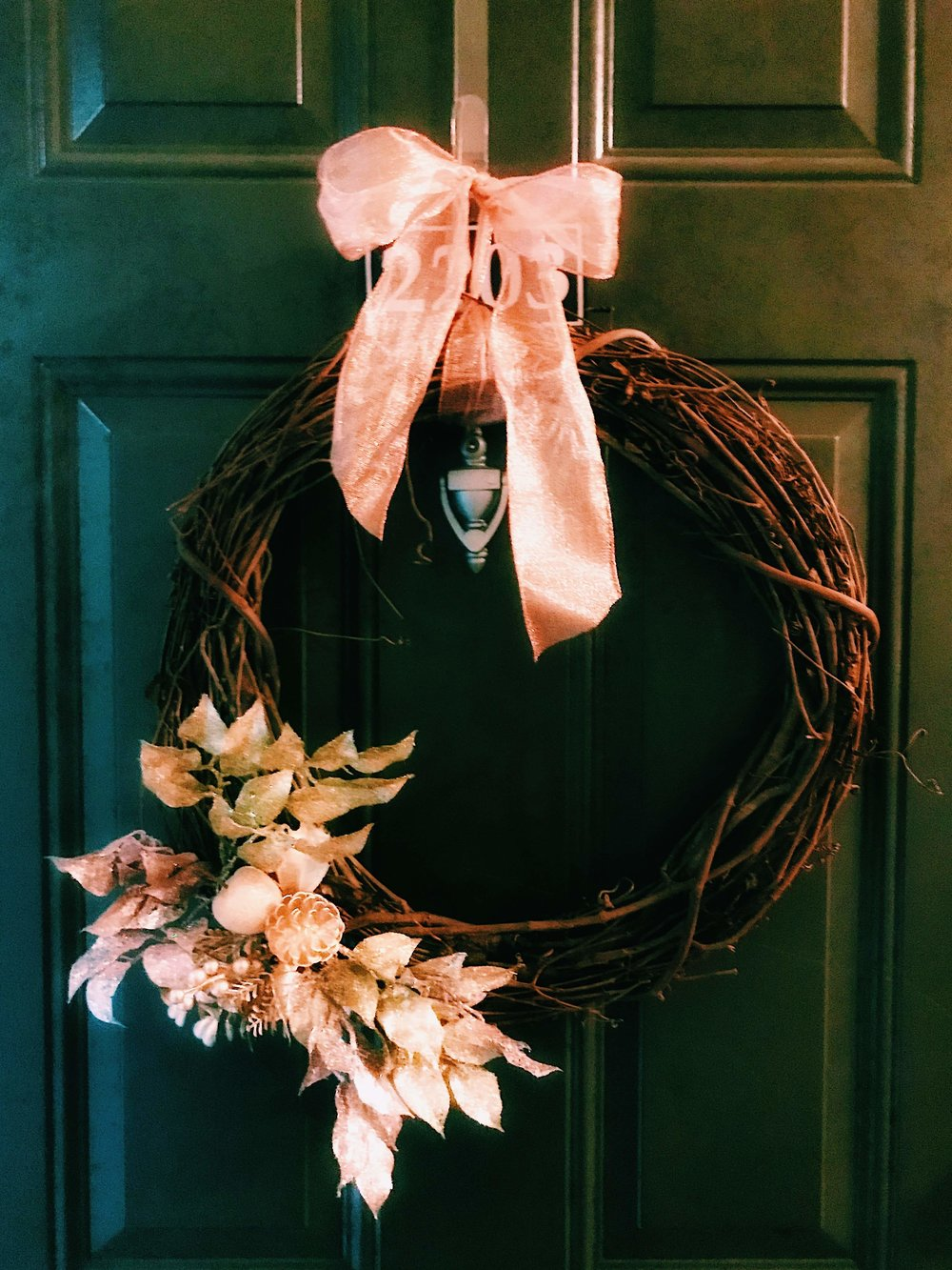 Three Heel Clicks - How to Make a Classy Holiday Wreath for $20 (13).jpg