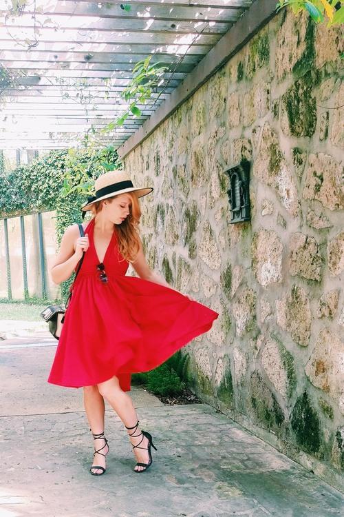 Three Heel Clicks - Five Ways to Wear a Spring Garden Hat (14).jpg